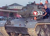 губернатор Калифорнии в танке