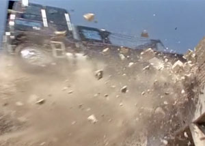 падение грузовика
