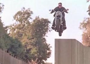 прыжок терминатора на мотоцикле